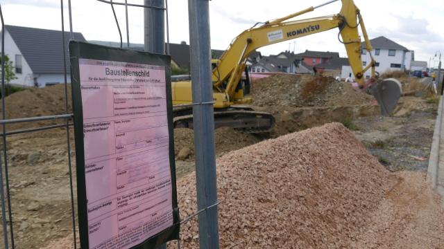 Baustellenschild aufhängen 2